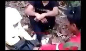 Jilbab asik ngentot di hutan