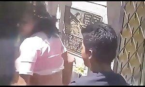 Una empleada folla con el jefe en p&uacute_blico - VIDEO COMPLETO &rarr_ http://j.gs/Avdn
